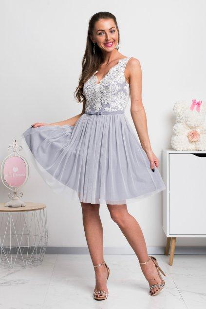 Sivo-biele krátke spoločenské šaty s krajkou