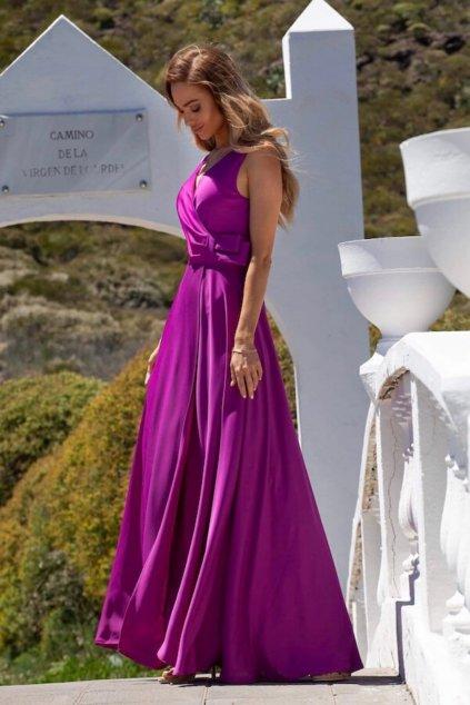 Fialové spoločenské šaty s rozparkom