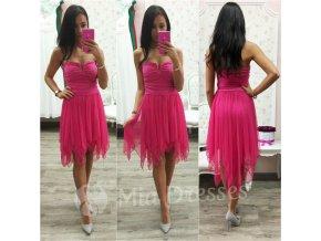 Cyklaménové spoločenské šaty