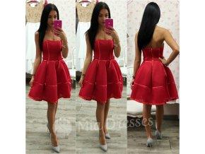 Červené šaty s mašličkami