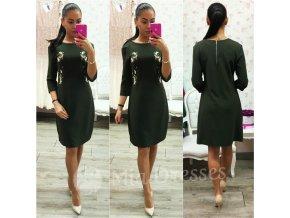 Zelené šaty s vyšívanými kvietkami