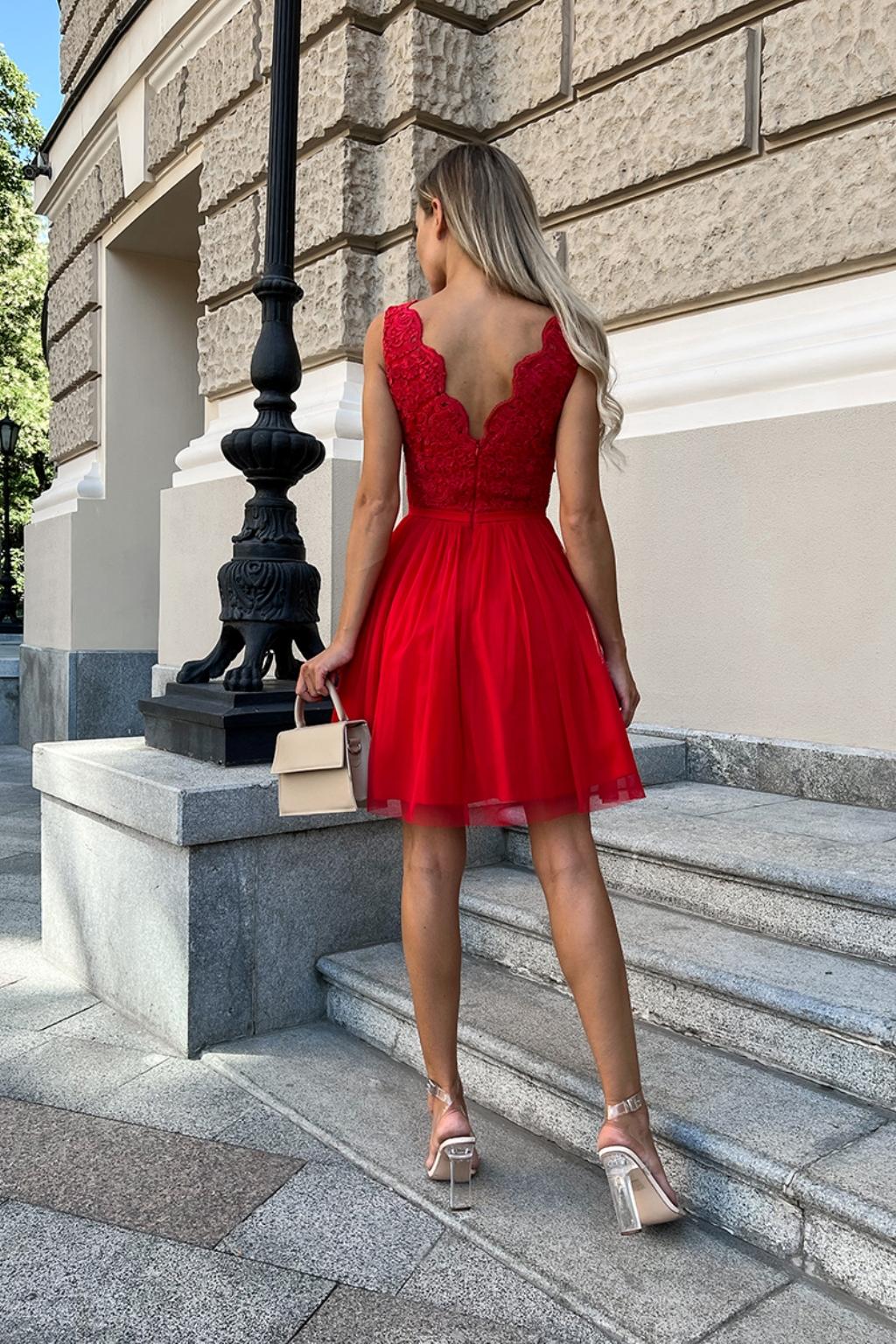 Červené krátke spoločenské šaty s krajkou Veľkosť: XS