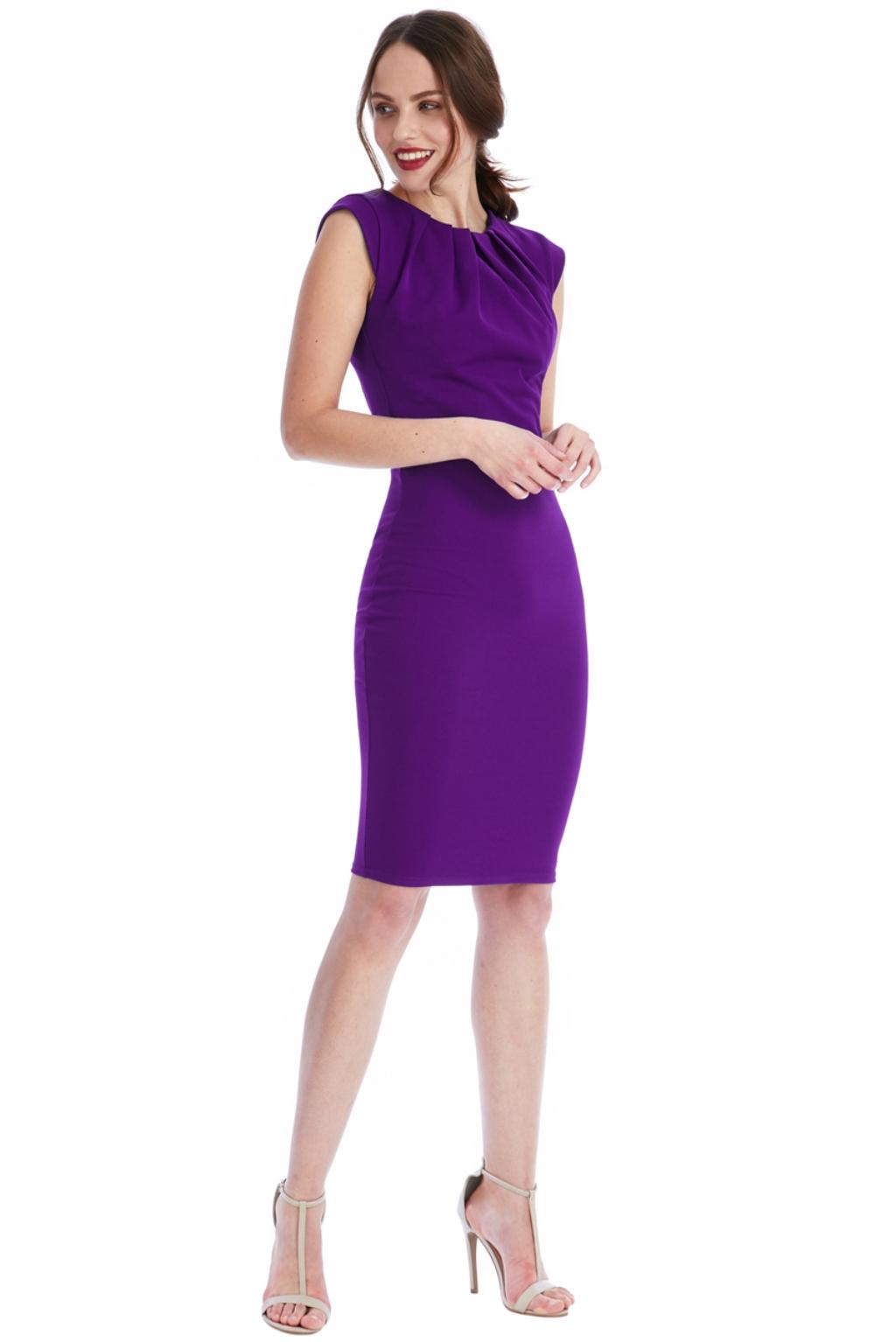 Fialové priliehavé midi šaty Veľkosť: L