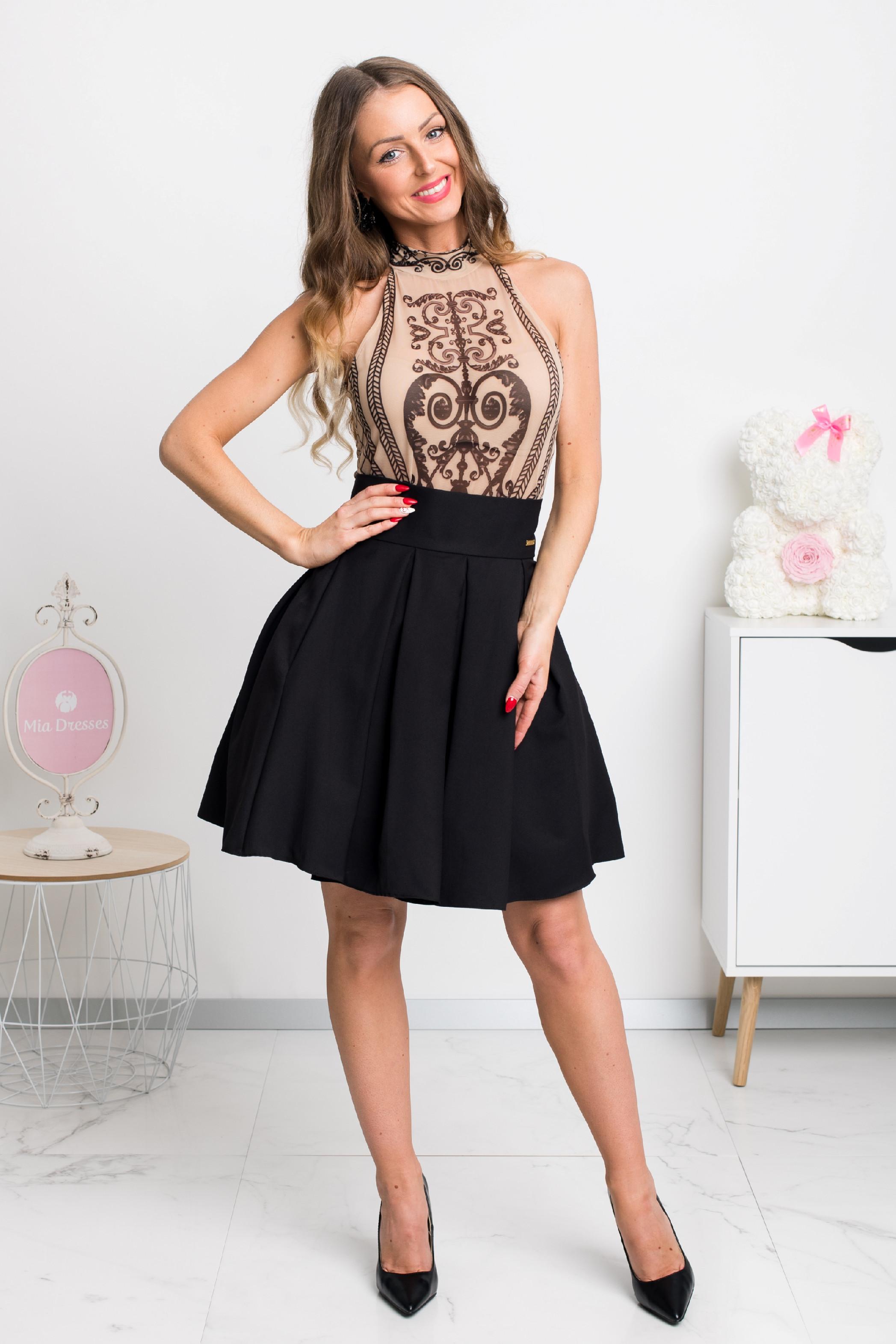 Čierna áčková mini sukňa Veľkosť: L