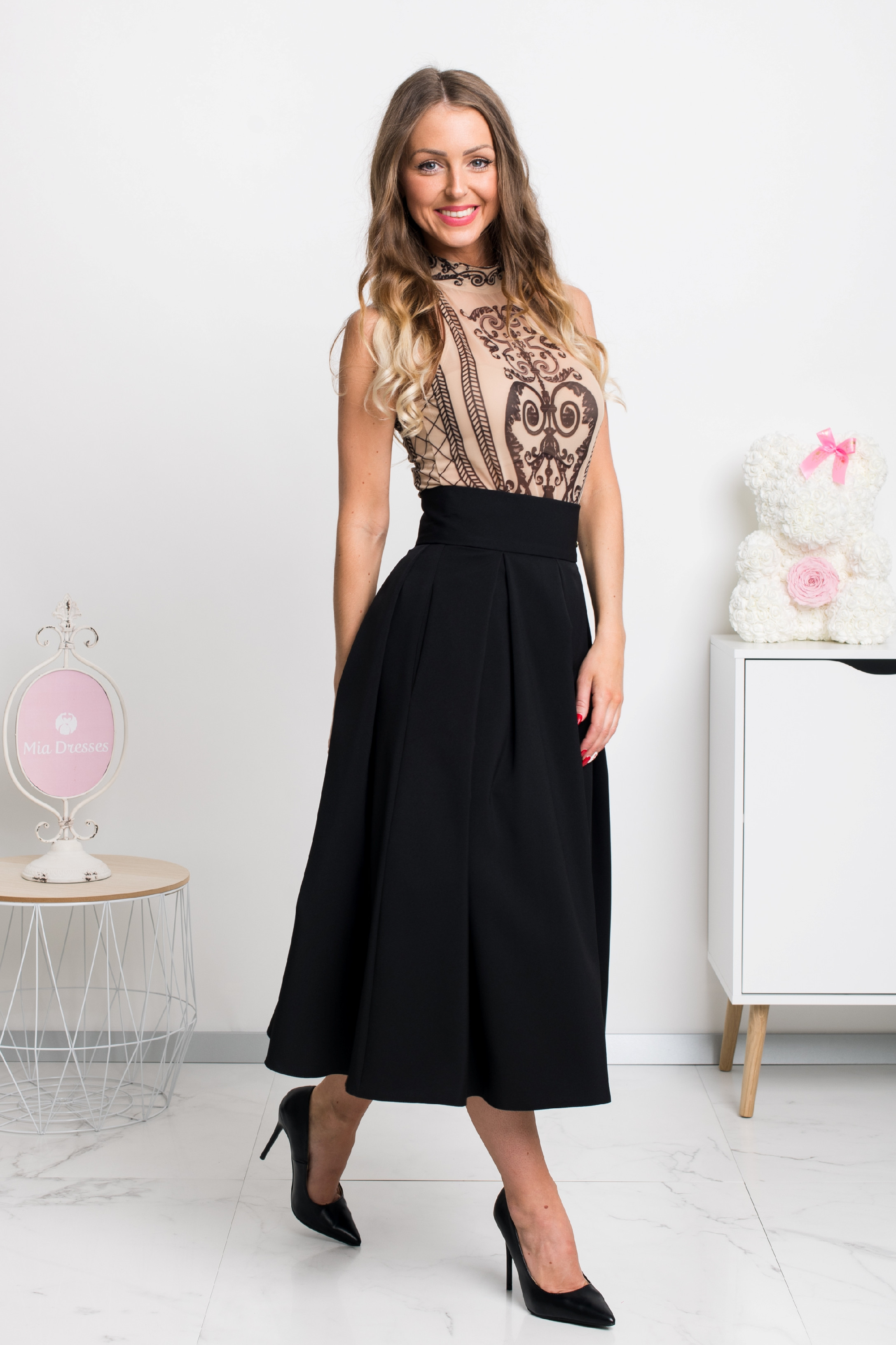 Čierna áčková midi sukňa Veľkosť: L