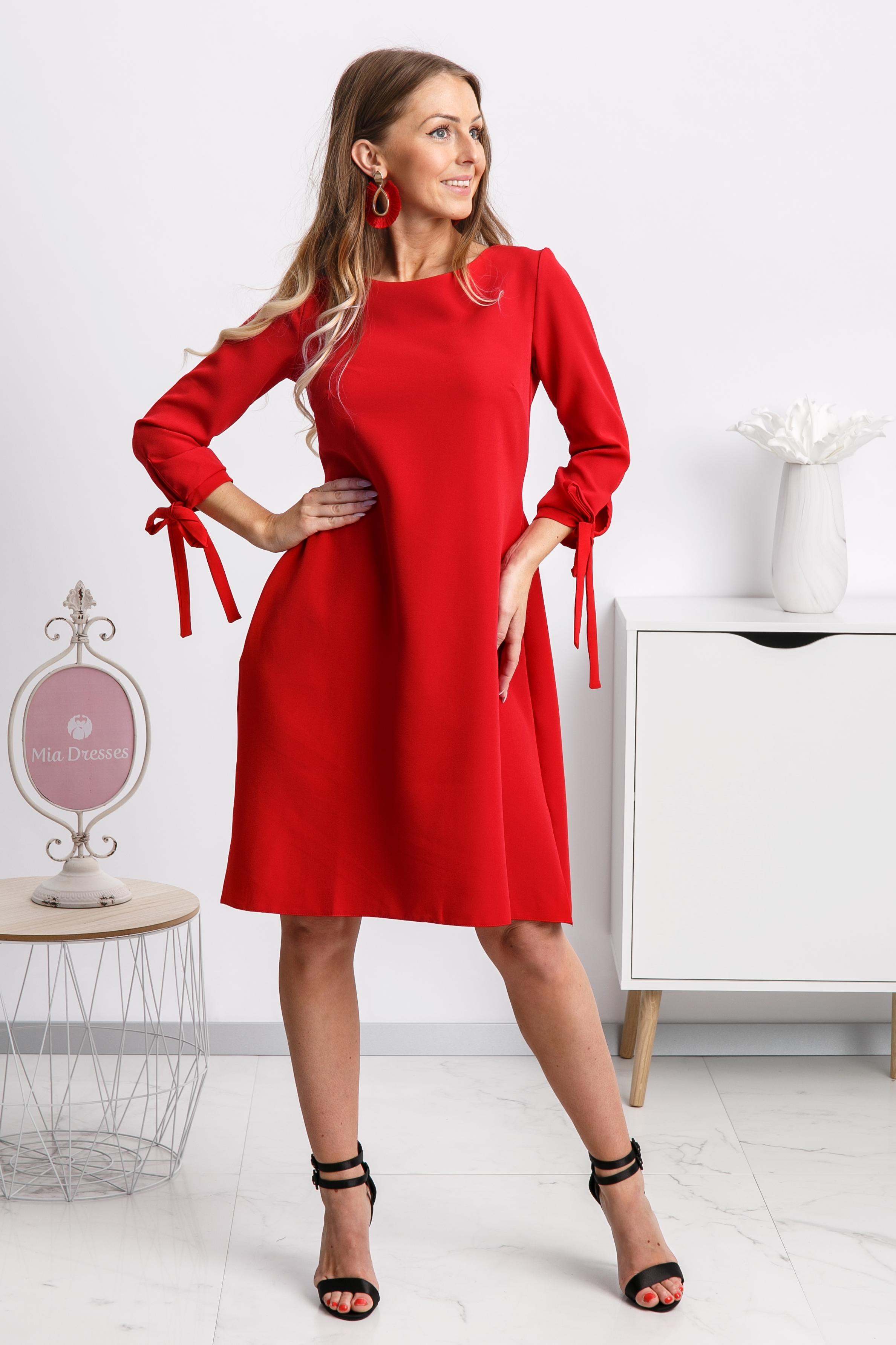 Červené krátke áčkové šaty Veľkosť: M