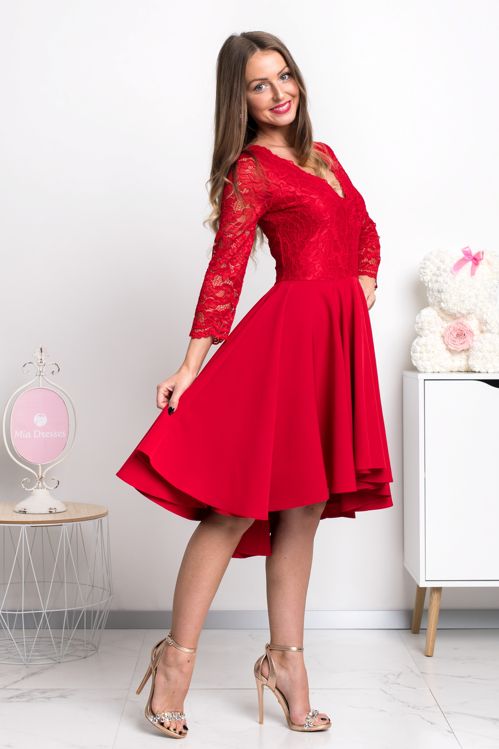 Červené asymetrické šaty s čipkou Veľkosť: S