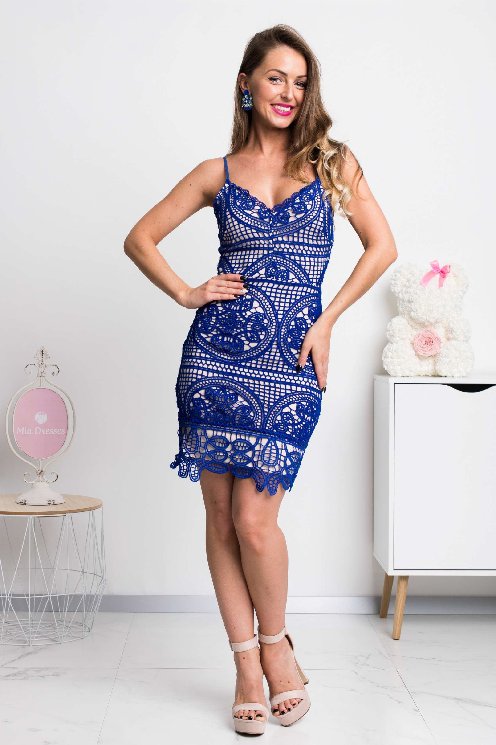 Modré krajkové mini šaty Veľkosť: XS