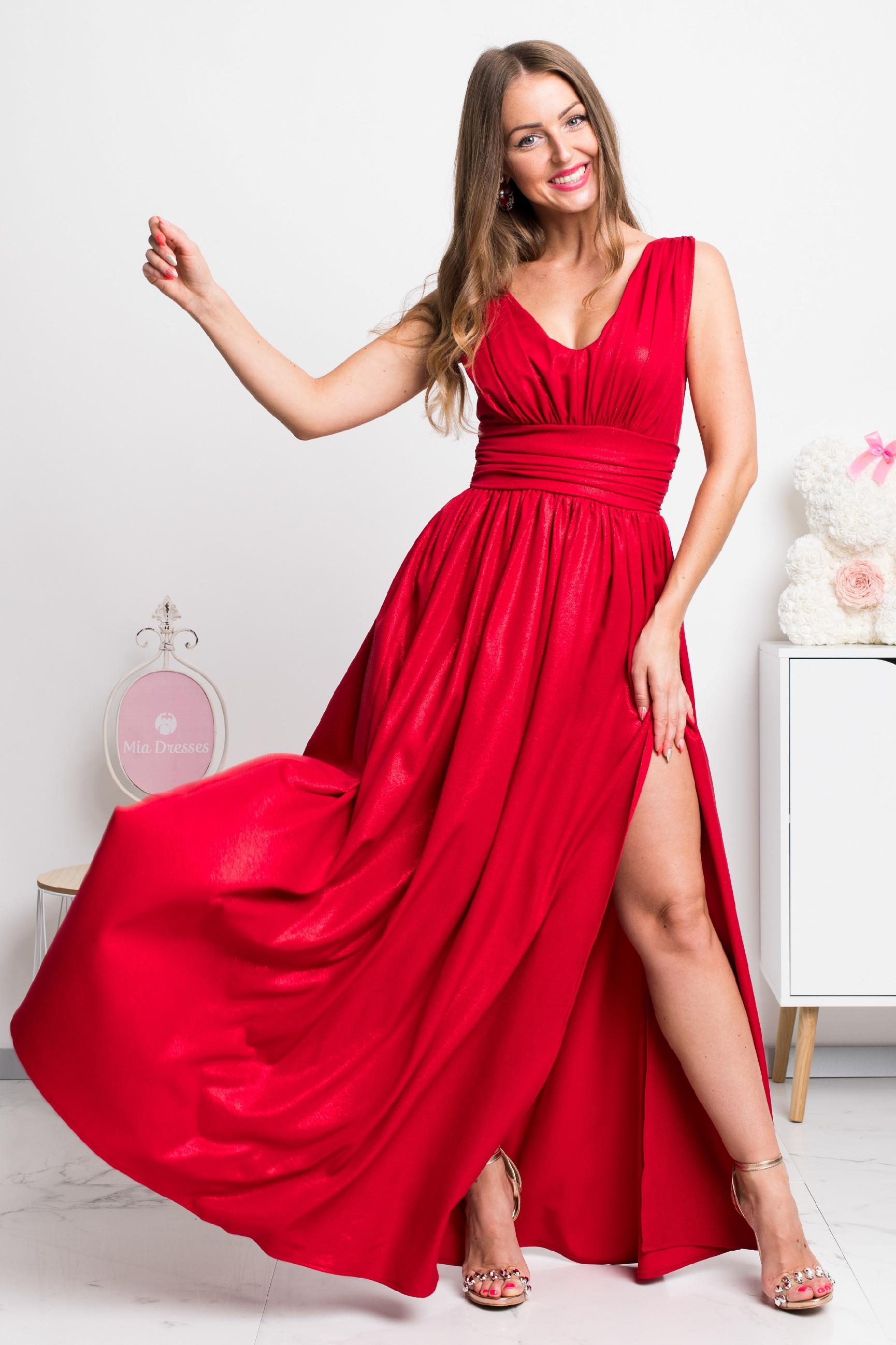 Červené spoločenské šaty s jemnými flitrami Veľkosť: XS
