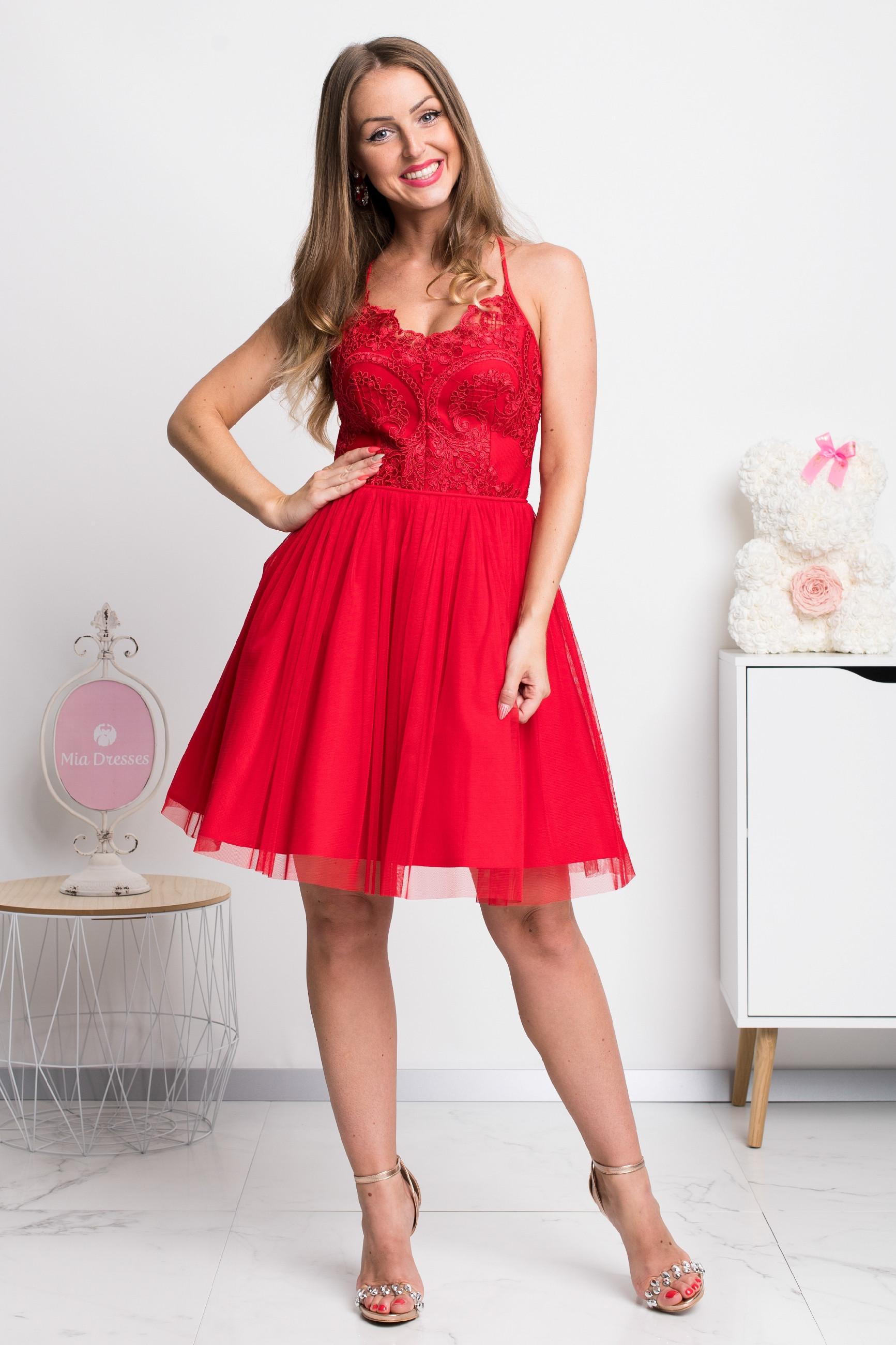 Červené spoločenské krátke šaty na ramienka Veľkosť: L