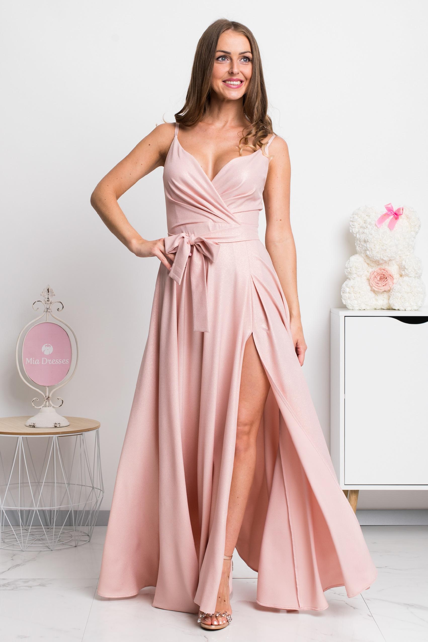 Púdrové spoločenské šaty s jemnými flitrami Veľkosť: XS
