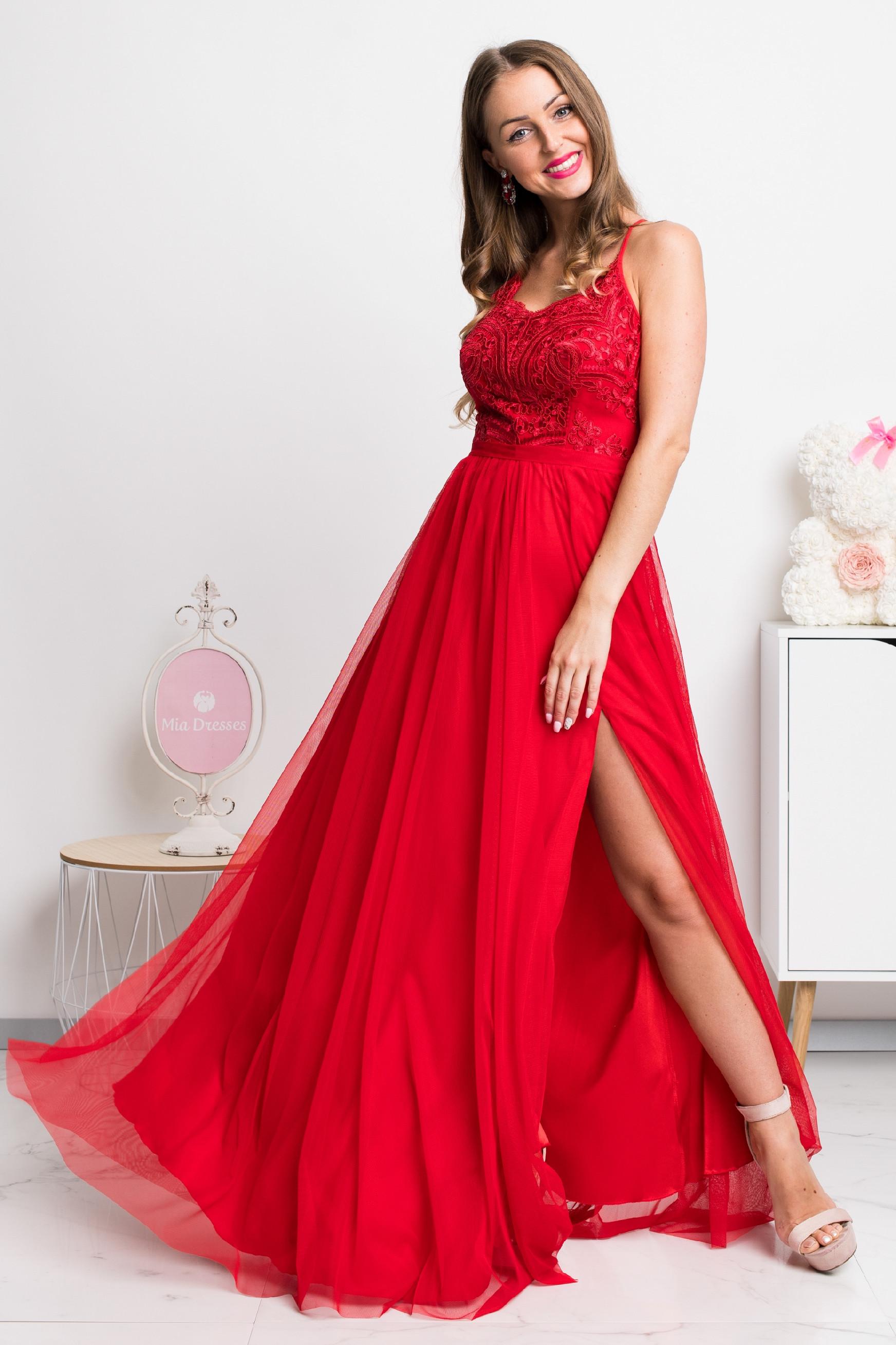 Červené spoločenské dlhé šaty na ramienka Veľkosť: XS