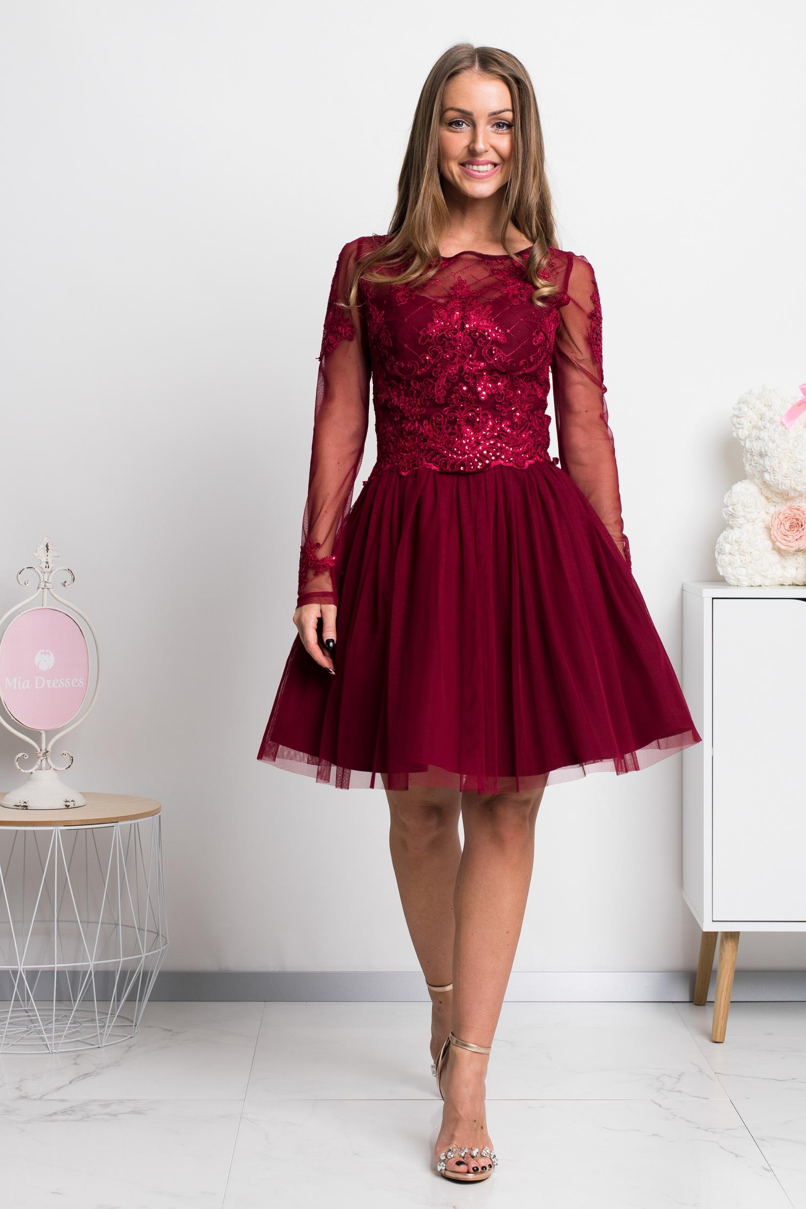 Bordové krátke spoločenské šaty s krajkou Veľkosť: XS