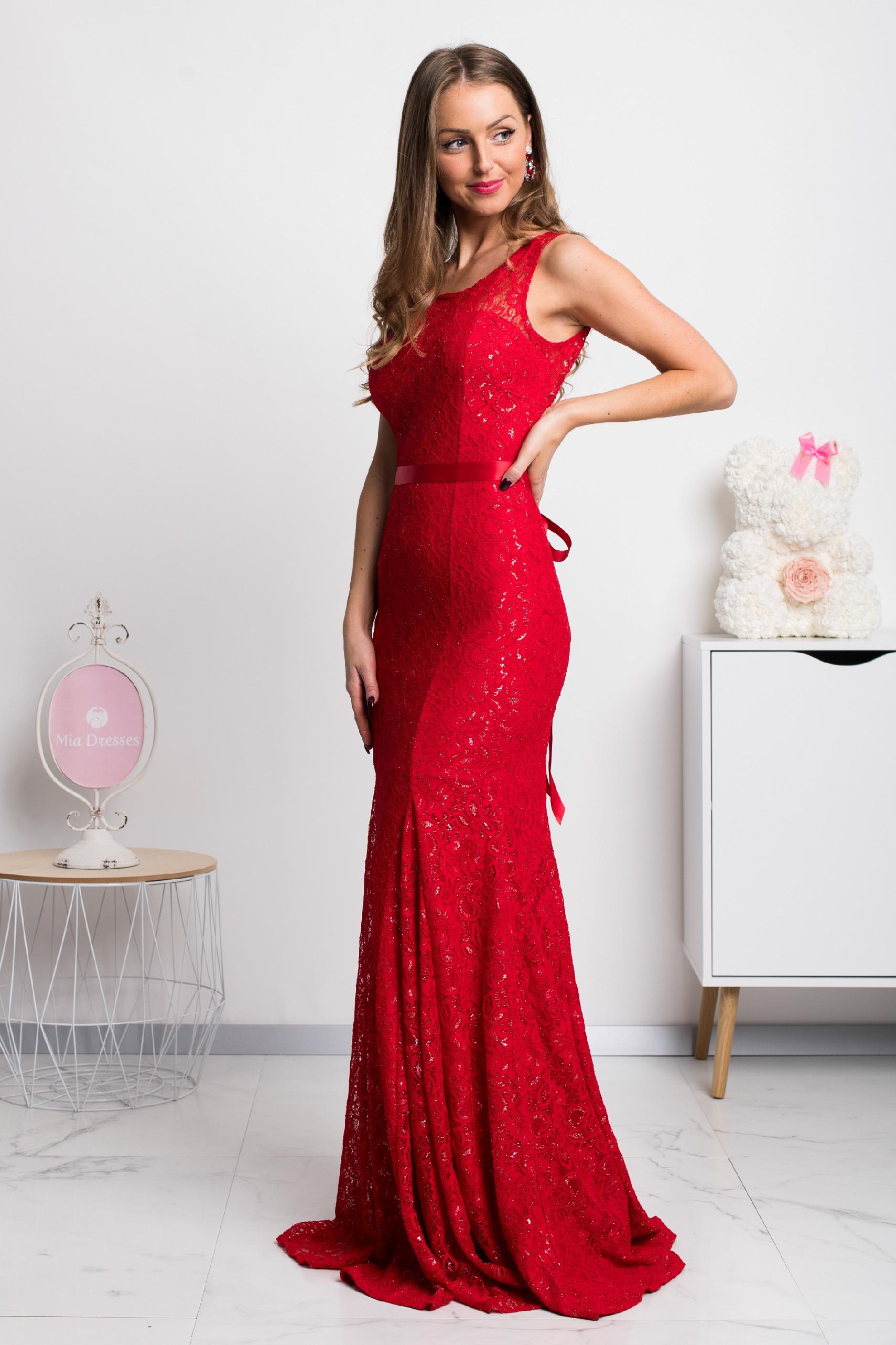 Červené čipkované šaty s odhaleným chrbtom Veľkosť: M