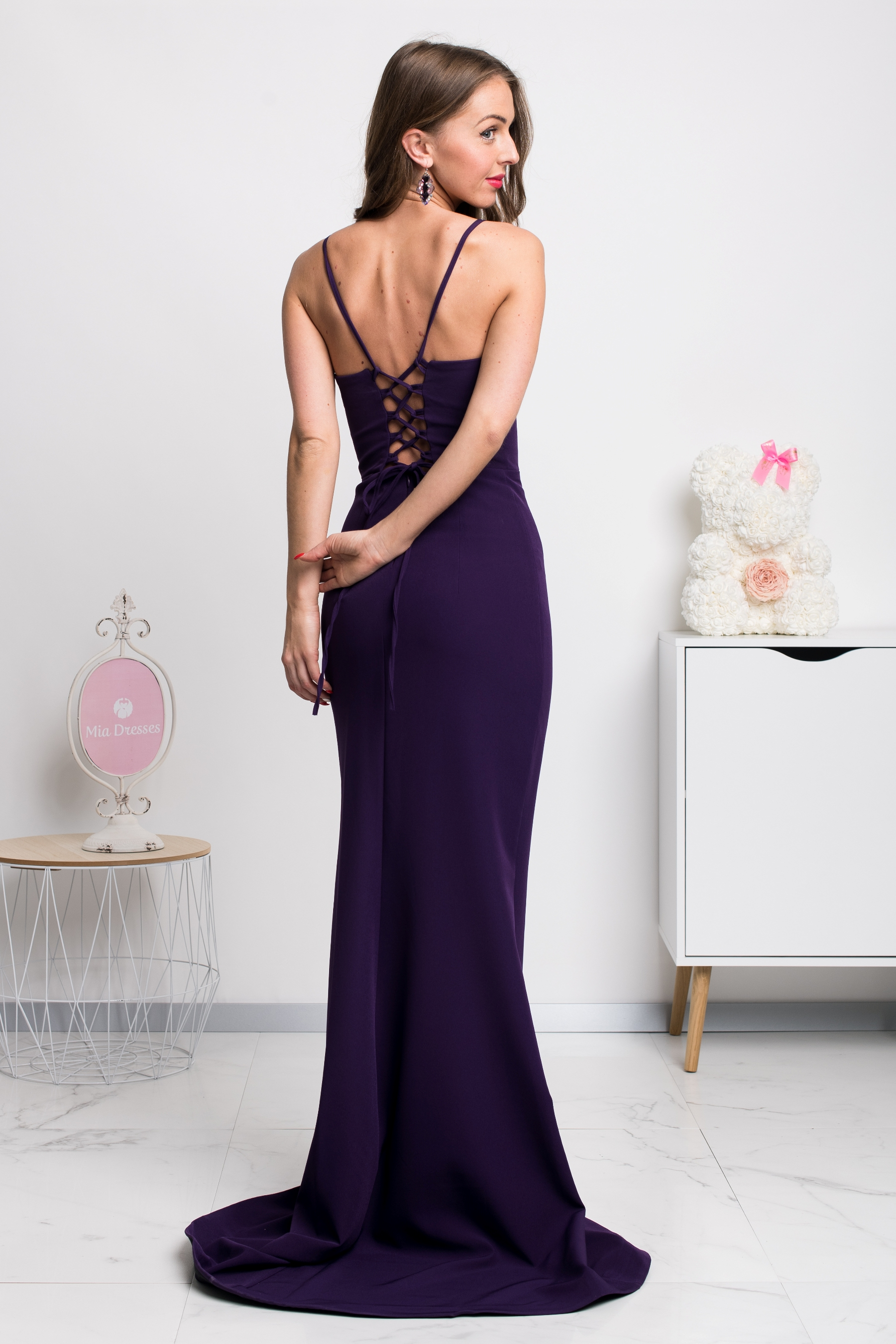 Fialové spoločenské šaty s viazaním na chrbte Veľkosť: S