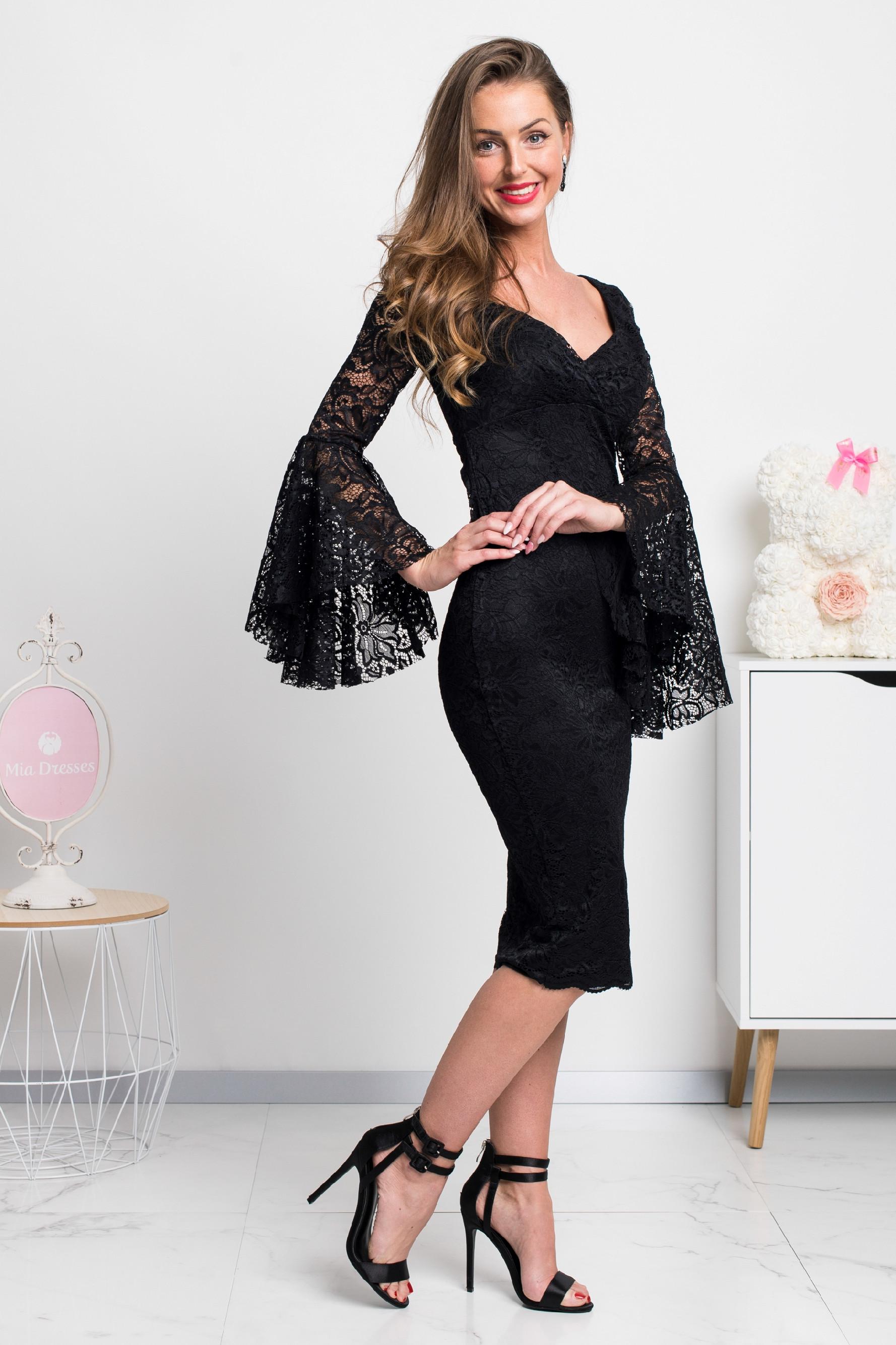 Čierne čipkované midi šaty s volánovými rukávmi Veľkosť: M