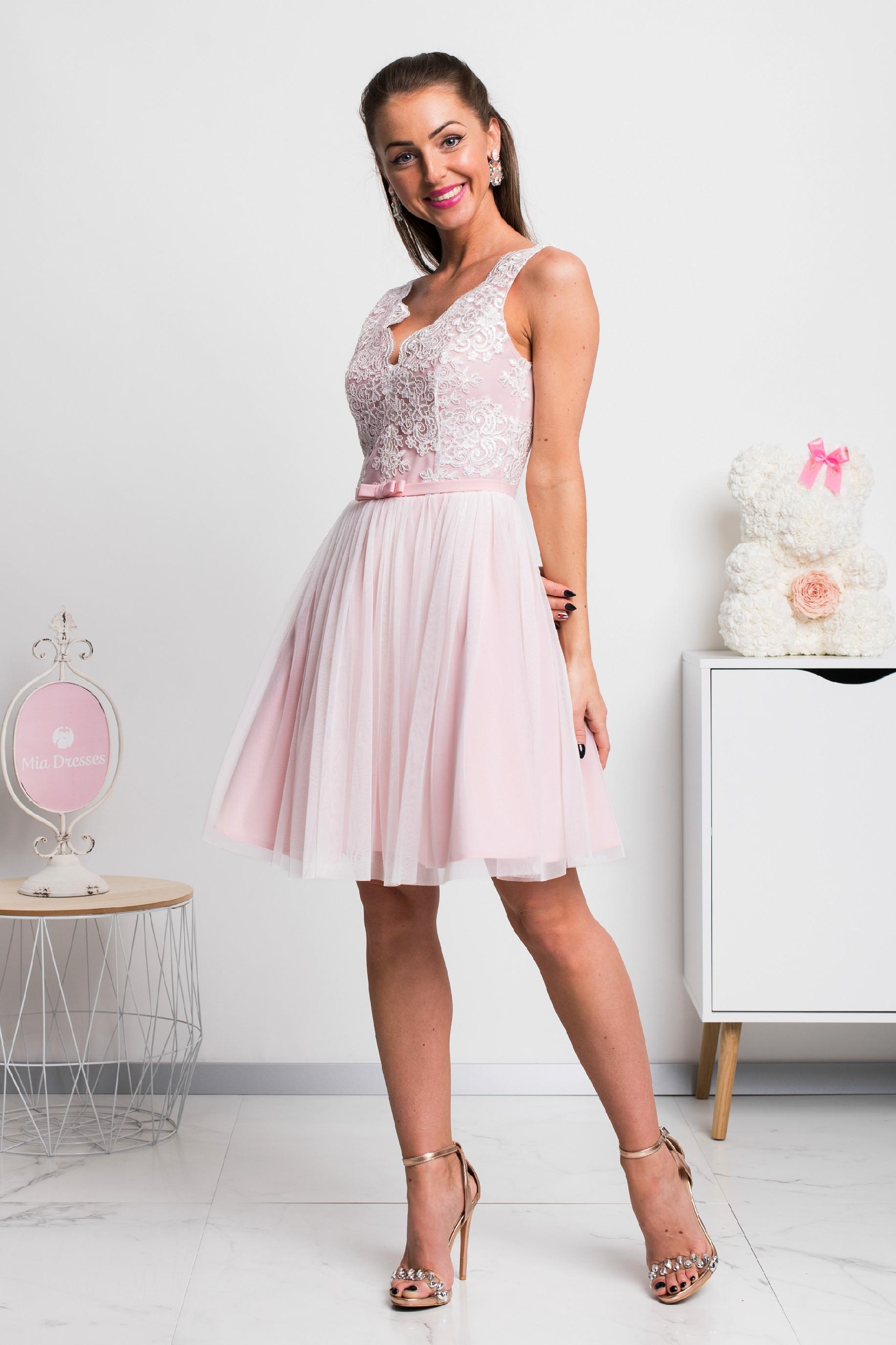 Bielo-ružové krátke spoločenské šaty s krajkou Veľkosť: L