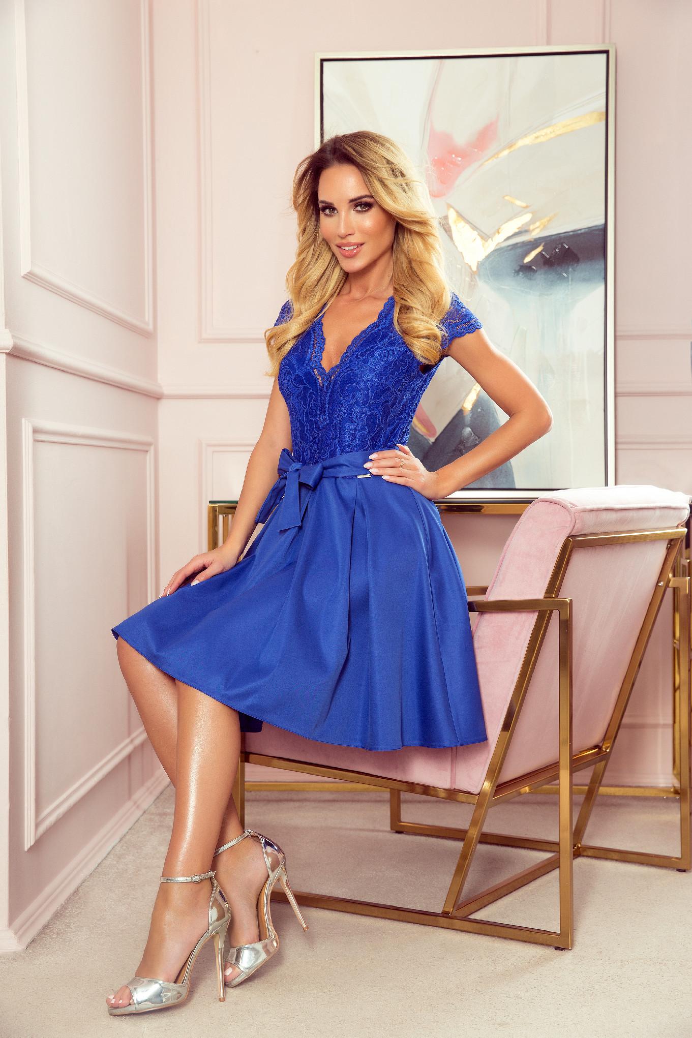 Modré krátke šaty s čipkou Veľkosť: S