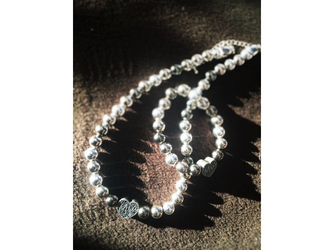 Kolekce náhrdelníku a náramku MIA SRDCE - Martička  do společnosti