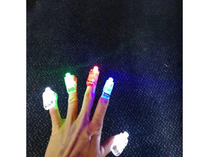 svítící prsty
