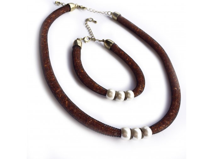 Kolekce náramku a náhrdelníku  do společnosti