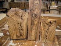 Krásná struktura a barevnost dřeva.