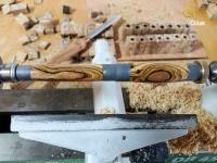 Abschließendes versiegeln (sealing) des Holzes mit hochwertigem Öl und mit Wachs.