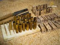 Einige fertige Teile, bereit zum Zusammensetzen mit Stahlteilen des Stiftes