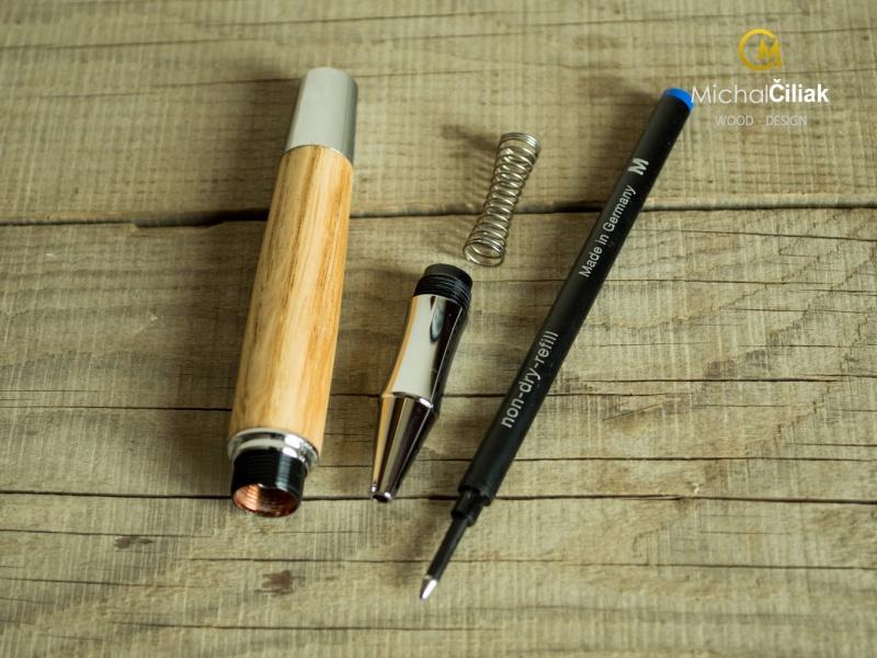 Der Stift ist leicht zu demontieren und die Kugelschreibermine kann ersetzt werden.