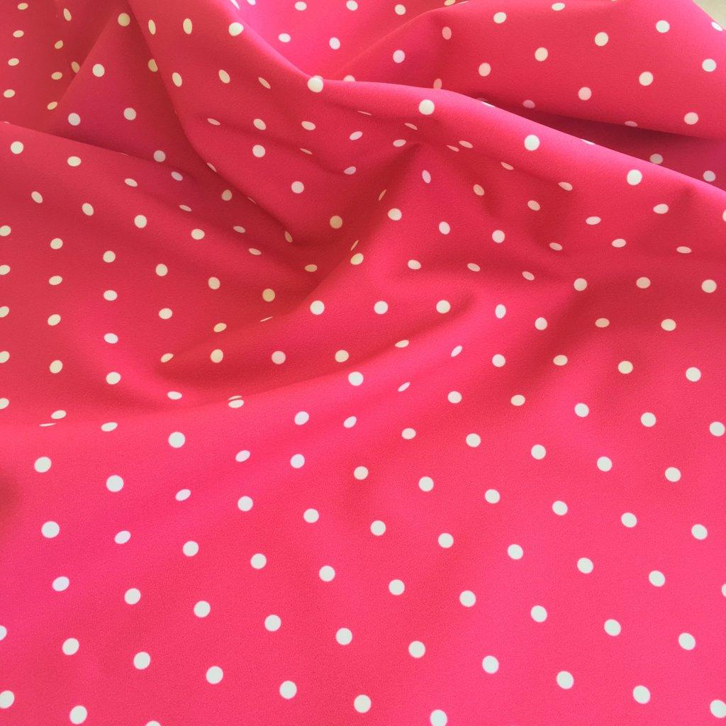 puntík bílý na růžové 748012 (vyberte materiál zimní softshell elastický (šíře 150cm) 280g  10000/10000)
