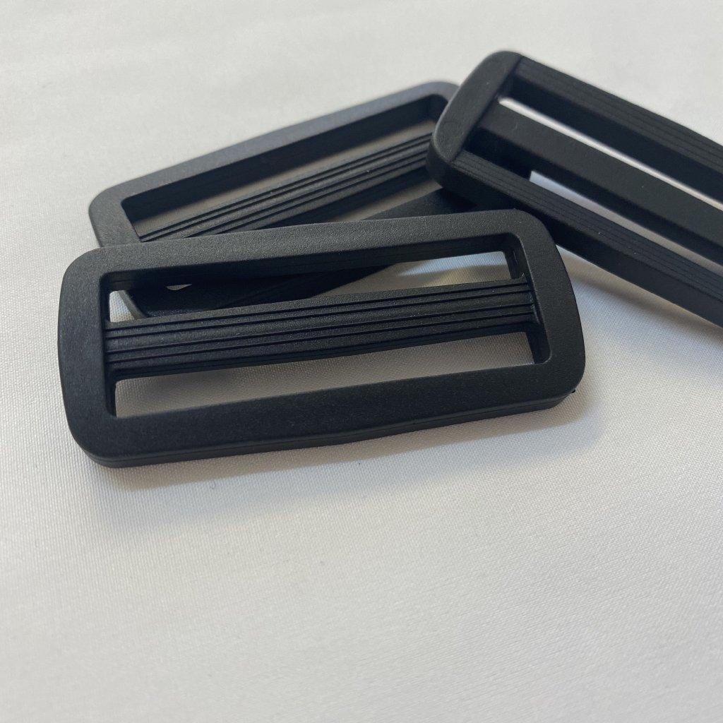 500307 spona průvlečná plastová 5cm černá (2)