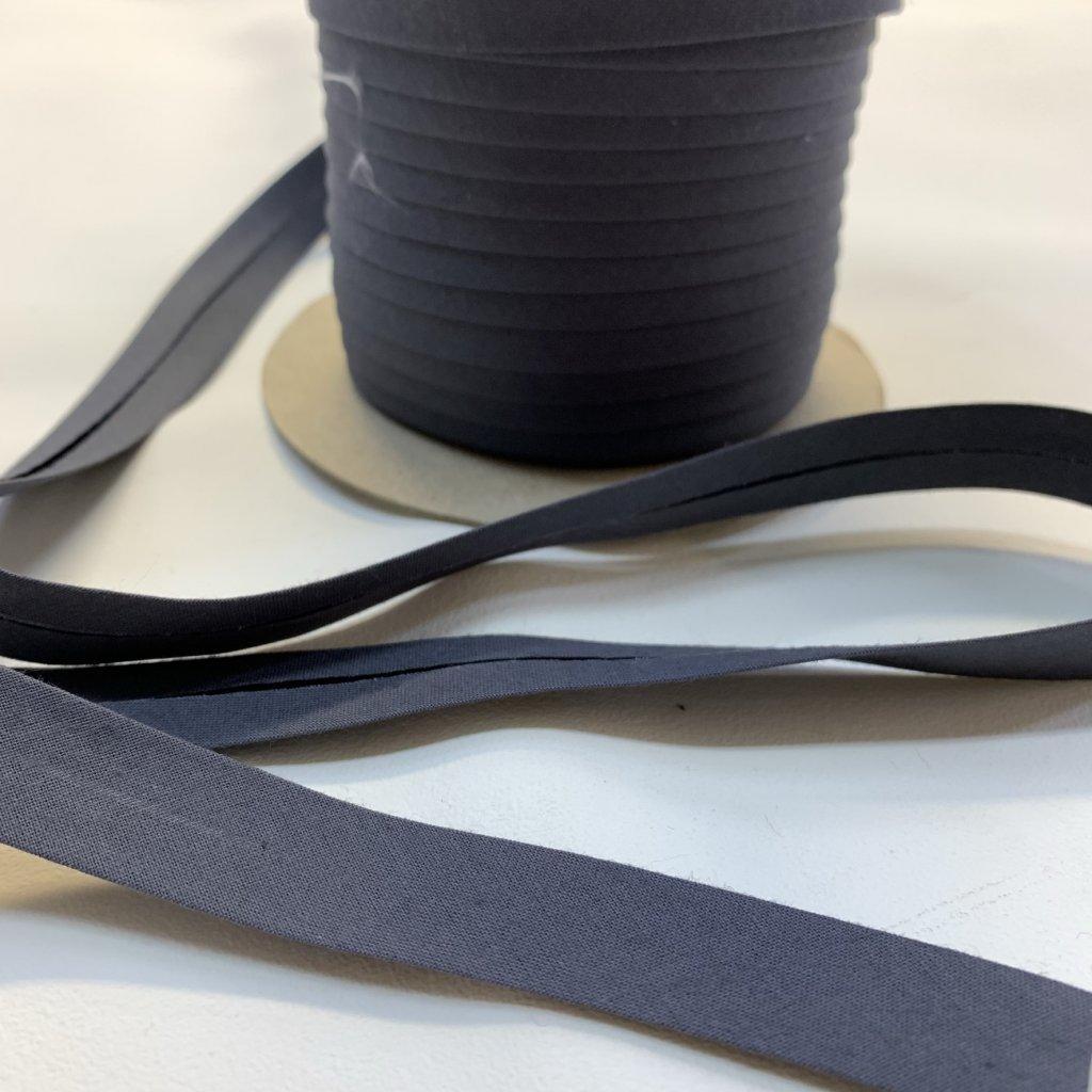 šikmý proužek bavlna 18 mm tmavě šedá