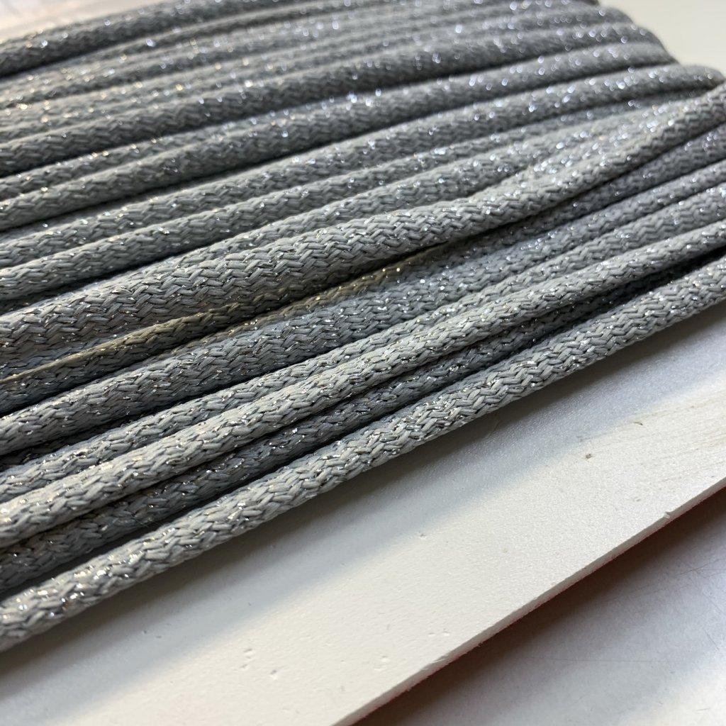 šňůrka kulatá PES 7mm - šedo-stříbrná