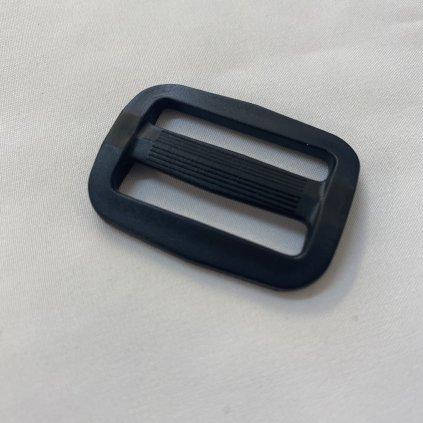 500301 spona průvlečná plastová černá 3cm (2)