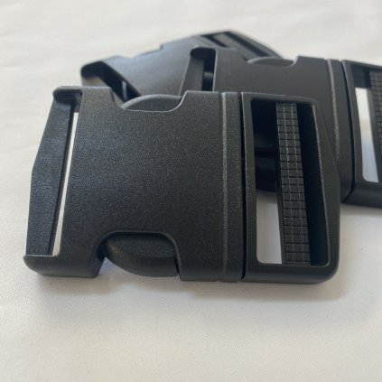 500405 trojzubec plastový 5cm černý (2)