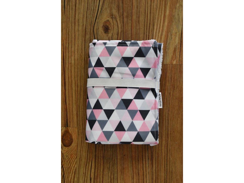 Přebalovací podložka růžové trojúhelníky
