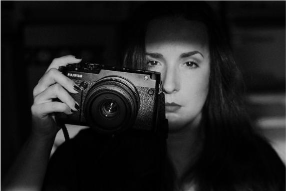 3 MINUTY s fotografkou Eliškou Fischerovou alias Khiriou
