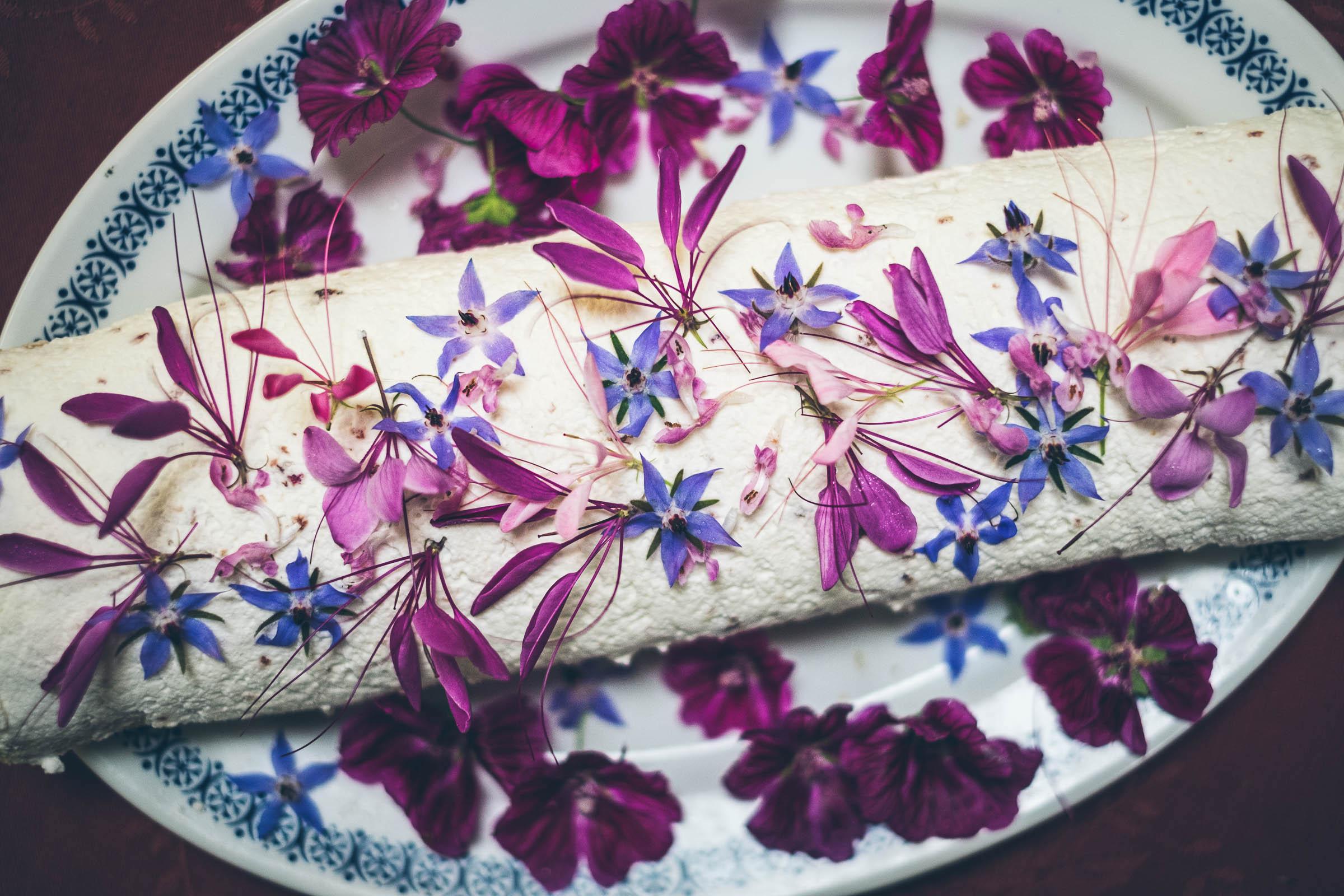 RECEPT: Květinová šlehačková roláda