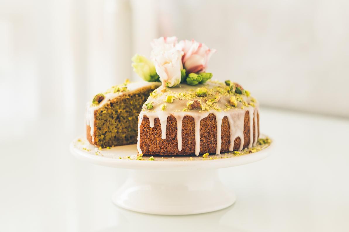 RECEPT: Pistáciový dort s citronovou polevou