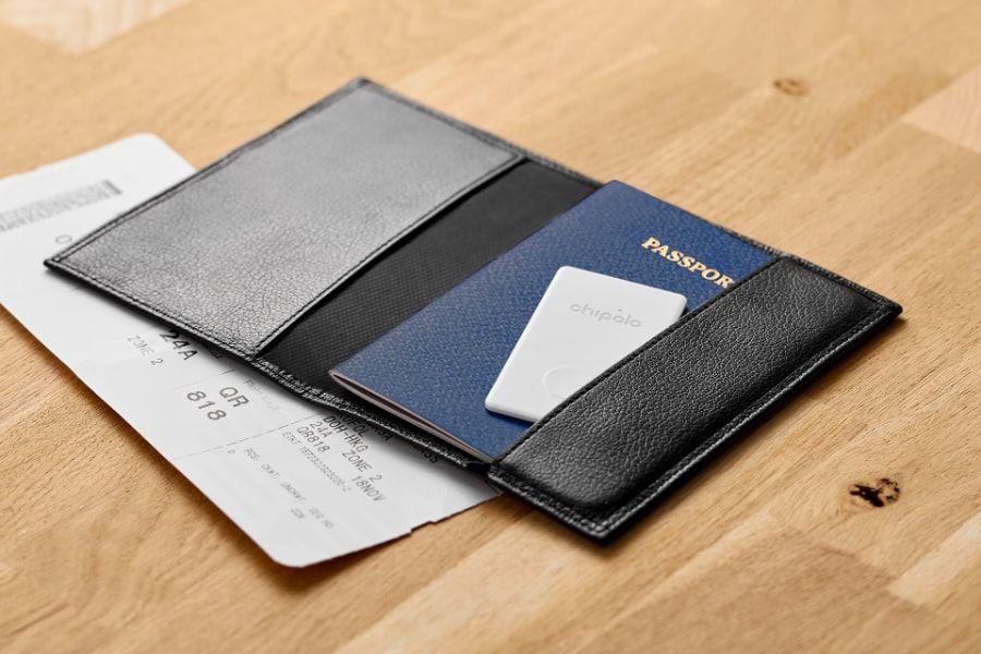 chipolo_card_passport