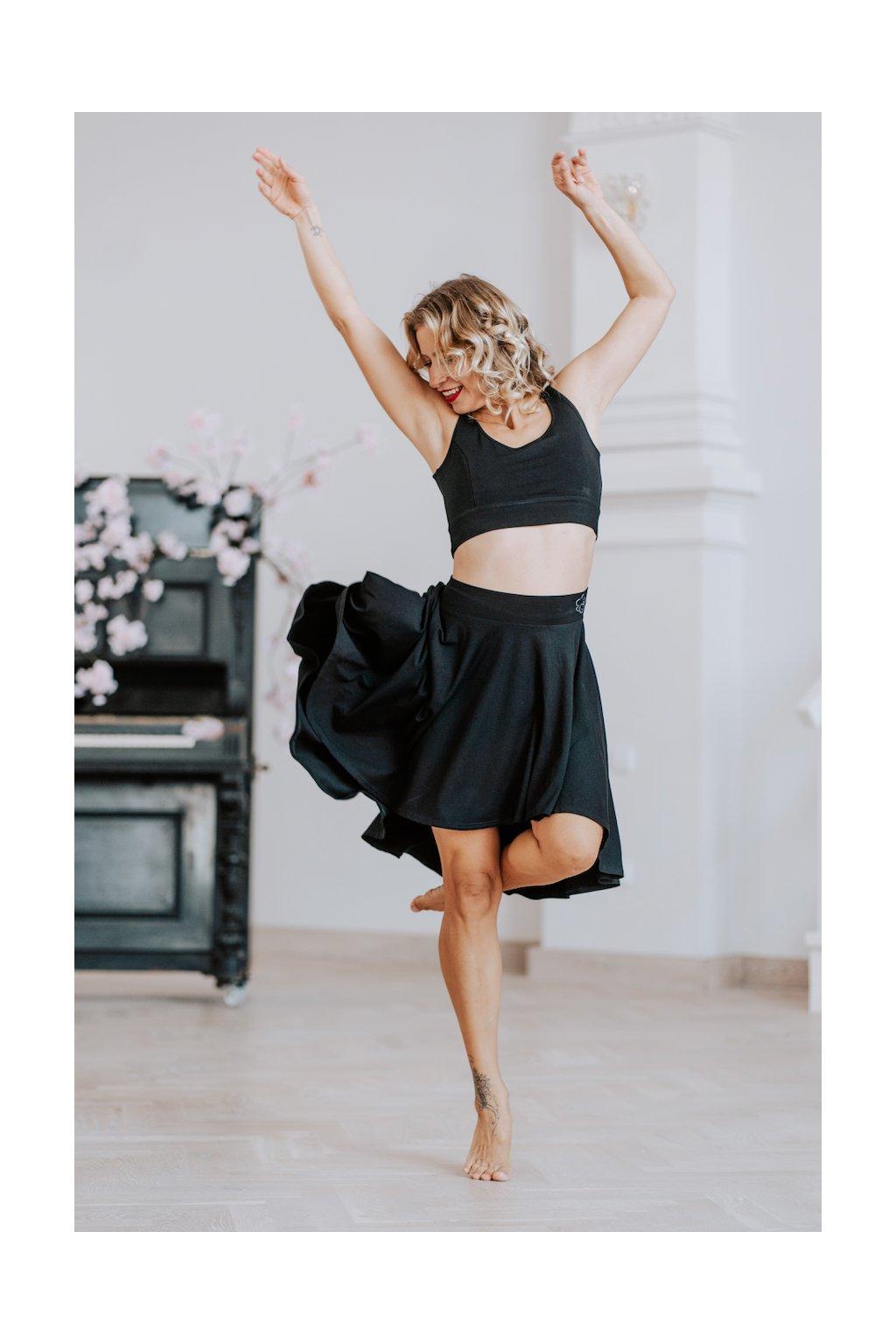top na jogu a sukne na jogu a tanec
