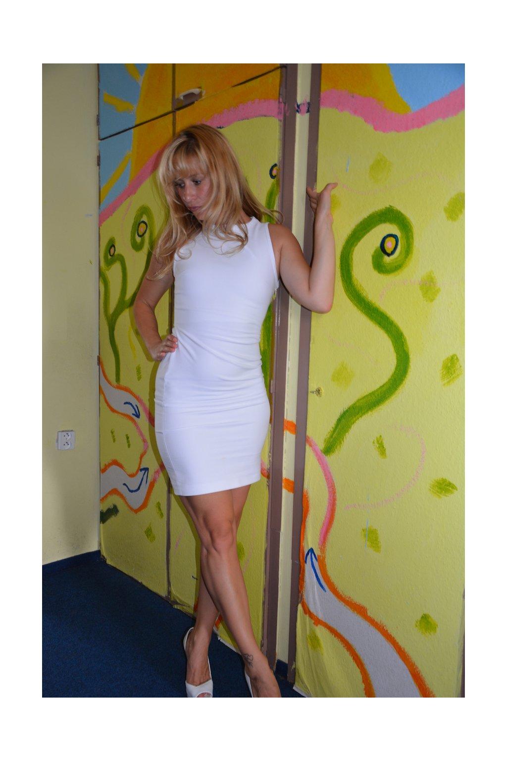 Z Juditina šatníku: krátké šaty (bílé)