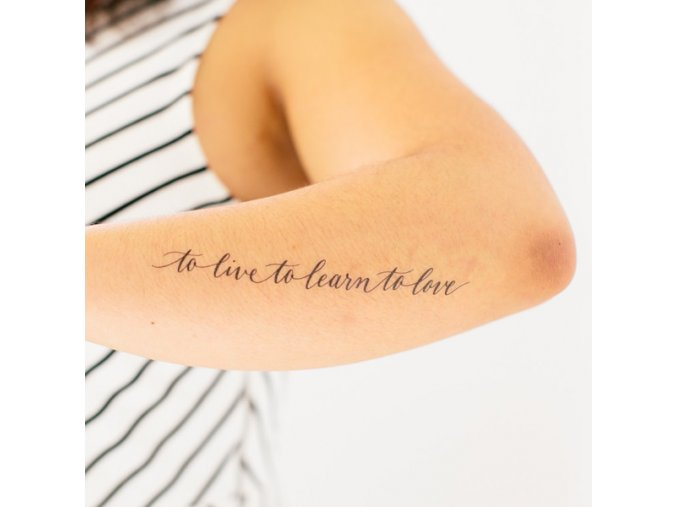 Tetovačka Tattly Typografie To Live, To Learn, To Love