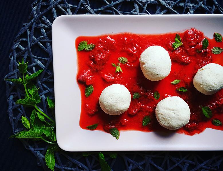 Tvarohové knedlíky s jahodovým pyré