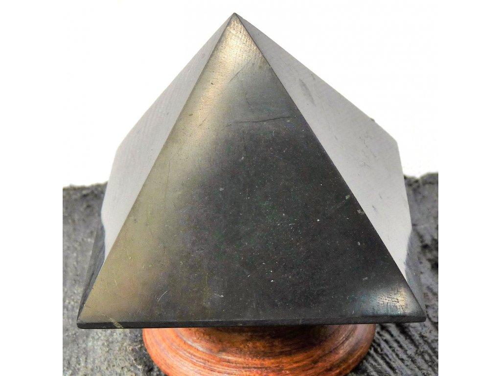 Šungit pyramida