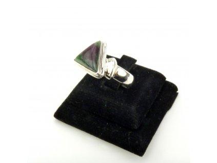 Rubín ve Fuchsitu prsten