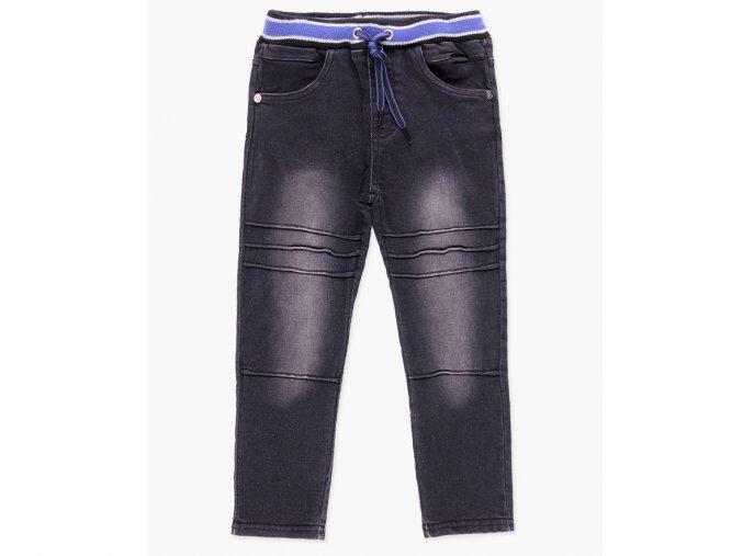 <p>Chlapecké kalhoty z pevného strečového denimu, s prošíváním v kolenou a černým washout efektem. Velmi měkké a pružné, ideální pro celodenní nošení. regular fit.</p>