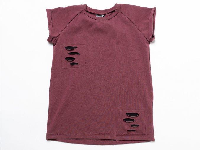 Strečové bavlněné tričko s krátkým rukávem, zdobené falešnými rozpáranými záplatami.
