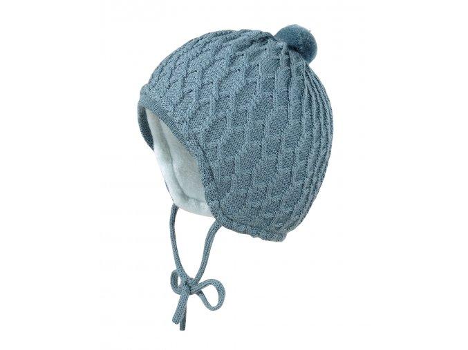 Dětská zimní čepice s bambulkou a malým kšiltem. Fleecová podšívka. Jemná pletenina s hrubým karovým vzorem.