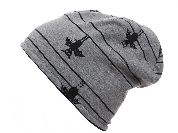 Oboustranná dětská čepice tvaru beanie. Jedna strana je z jemného pružného pleteniny s černo-šedými pruhy. Druhá strana je ze 100% bavlny a s potiskem netopýra a jemných černých proužků.